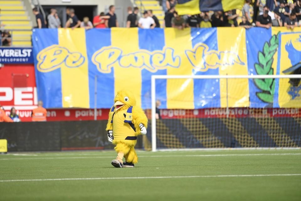 STVV-mascotte Binkie mocht zondag slechts 6.053 Truiense fans opwarmen.