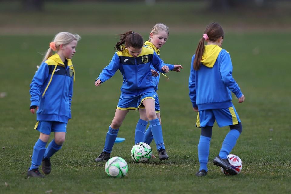 Limburg telt op dit moment 3.293 voetballende meisjes. Dat is 15 procent meer dan vier jaar geleden.
