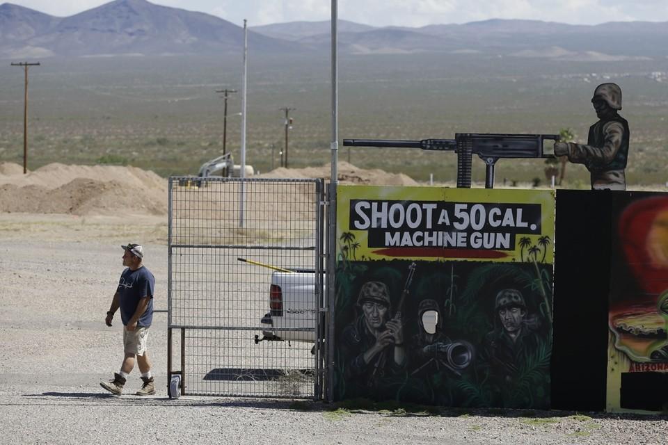 Het dodelijke incident speelde zich maandag af op de Last Stop-schietbaan in Arizona. De schietstand gaat er prat op dat bezoekers er met de zwaarste oorlogswapens kunnen schieten.