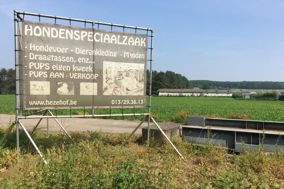 Op de grens van Diest en Lummen heeft Rudi Guedens al een hondenfokkerij. Nu wil hij in Molem (Lummen) nog een tweede uitbouwen.