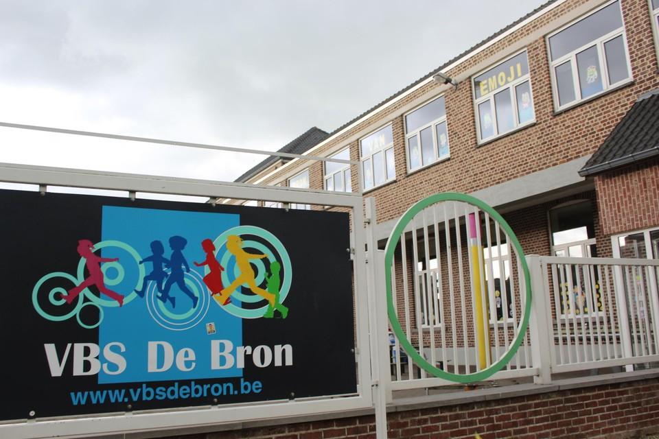 Vorige week bleek al dat verschillende leerlingen in basisschool 'De Bron' drager waren van het virus