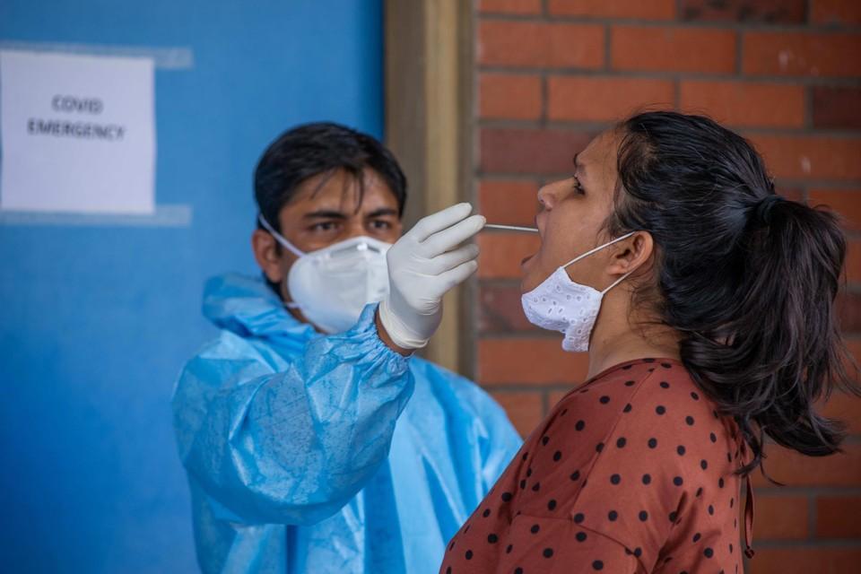 Drie personen van een Indiase familie uit Hasselt bleken besmet na terugkeer van een familiebezoek aan hun thuisland India.
