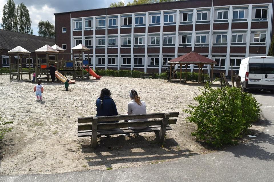 In het asielcentrum van Sint-Truiden zijn zestien bewoners en vijf personeelsleden besmet.