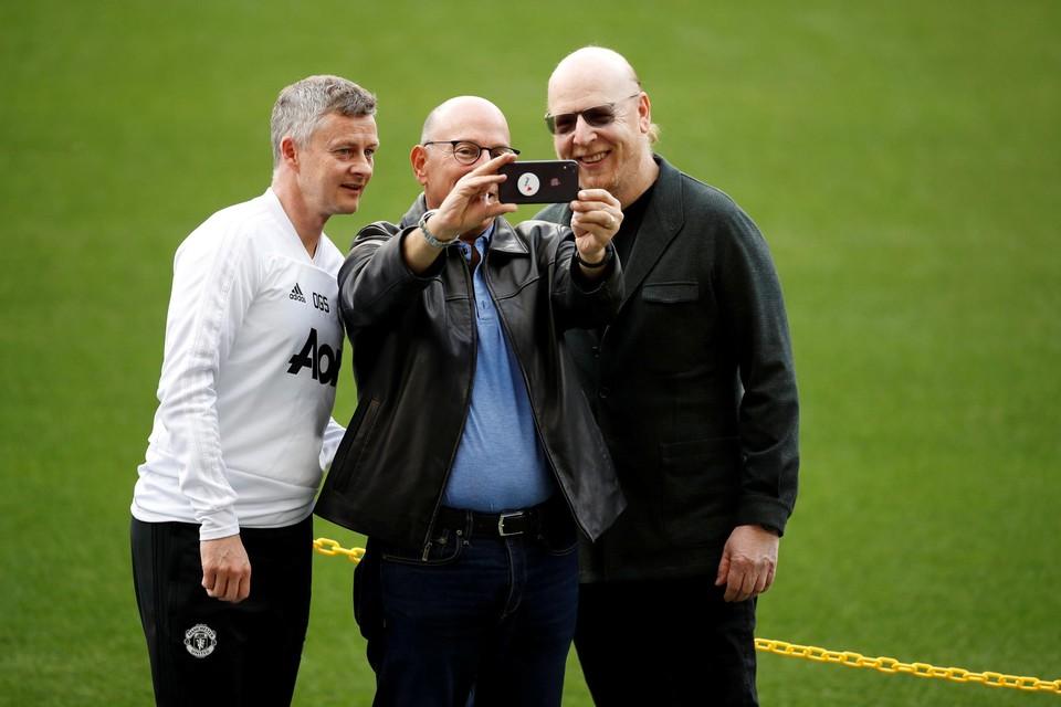 United-coach Ole Gunnar Solskjaer and eigenaars Joel en Avram Glazer.
