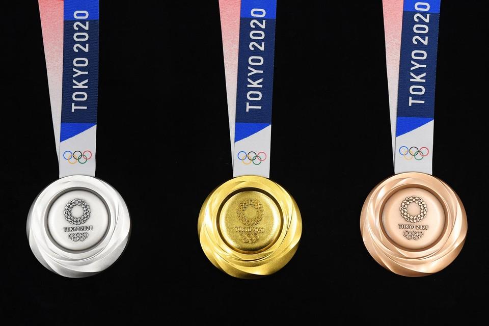 De organisatie zamelde in Japan oude gsm's en elektronische toestellen in om met de gerecycleerde materialen medailles te maken.