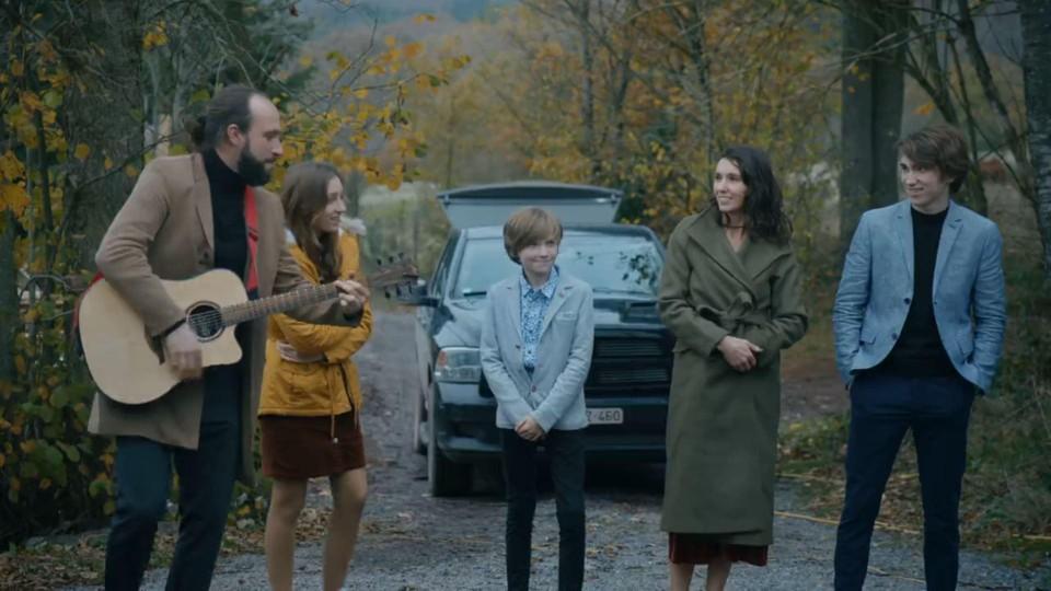 Francesco en zijn gezin maakten het blijde nieuws bekend aan de rest van de familie met een liedje.