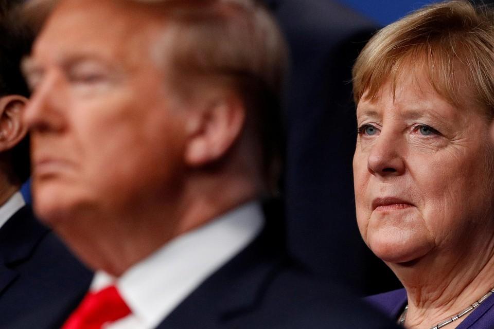 """De Duitse bondskanselier Angela Merkel springt uitzonderlijk in de bres voor de Amerikaanse president Donald Trump. Zij noemt zijn verwijdering door Twitter """"problematisch""""'."""