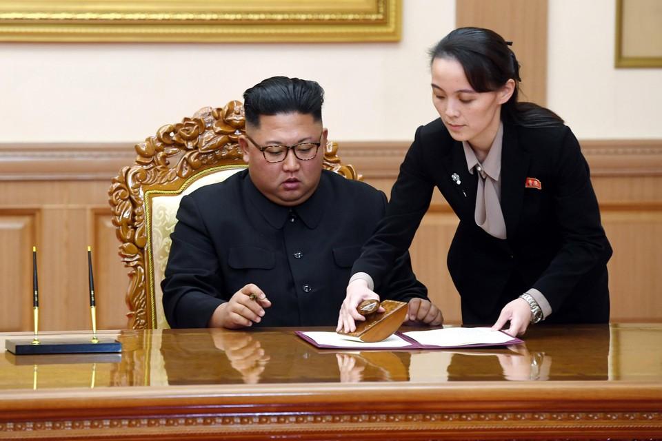Staatsmedia verspreidden verklaringen van Kim Yo-jong, hier met haar broer Kim Jong-un.
