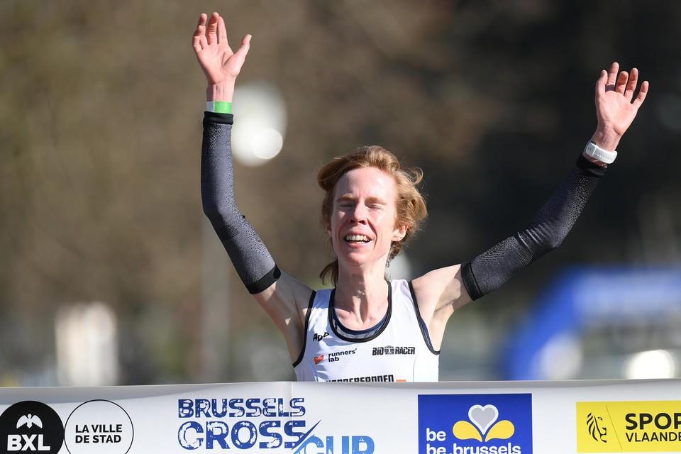 Mieke Gorissen wint tot haar eigen verbazing de lange cross.