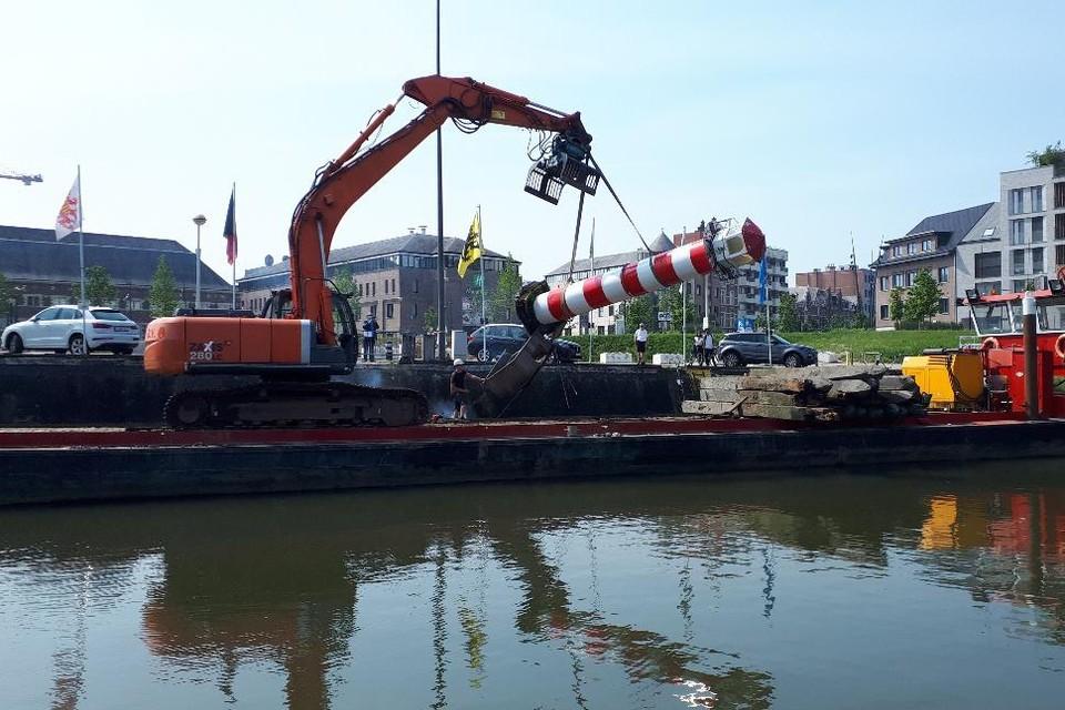 """""""Onze vuurtoren is neergehaald"""", zegt HYAC-havenmeester Danny van Woensel."""