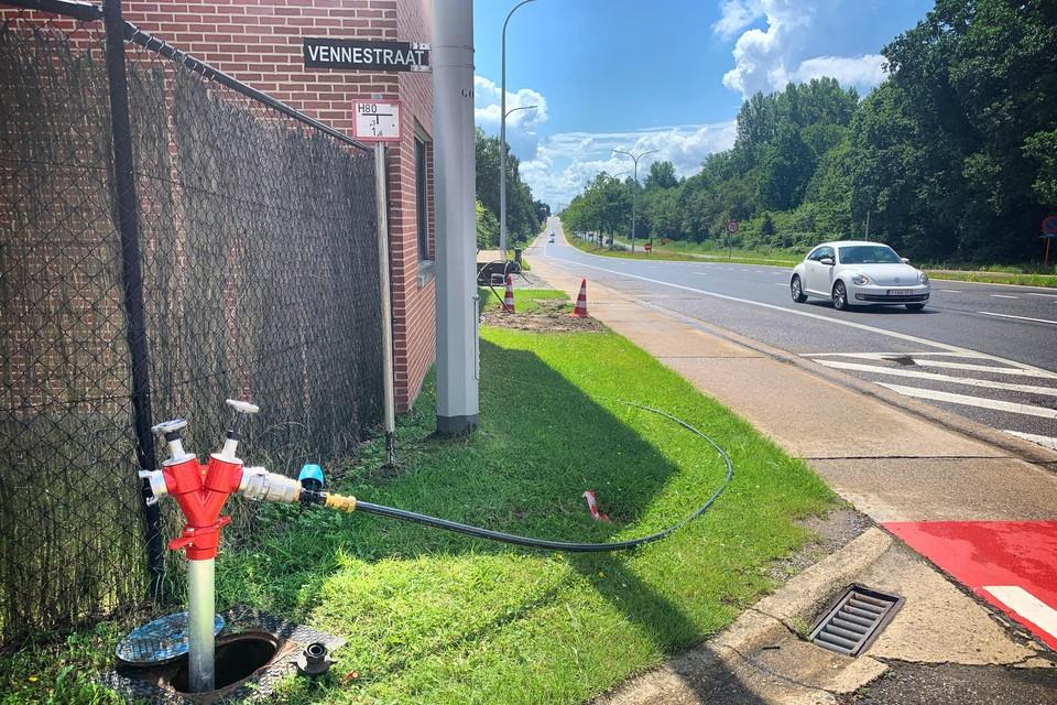 De noodleiding in de Vennestraat is inmiddels weggehaald nu de twaalf woningen weer drinkwater via het reguliere net krijgen.