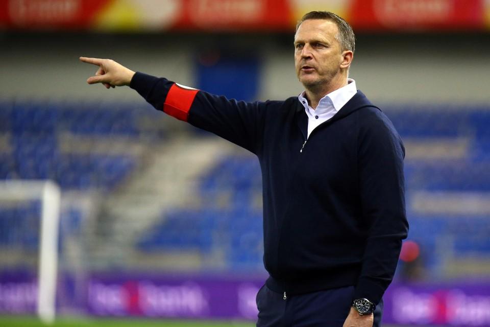 John van den Brom mag blijven ondanks een 8 op 30 in 2021.