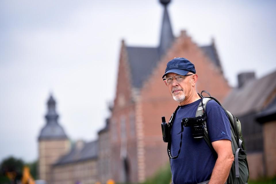 Luc Verhoeven voor de abdij van Herkenrode.