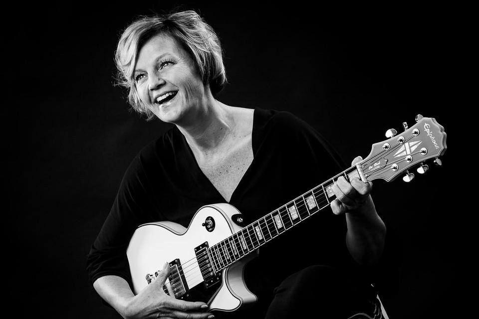 """Barbara Dex: """" is ontstaan uit liefde voor de muziek die ik in mijn hart draag. Vroeger speelden wij thuis al Country Roads van John Denver op akoestische gitaar."""""""