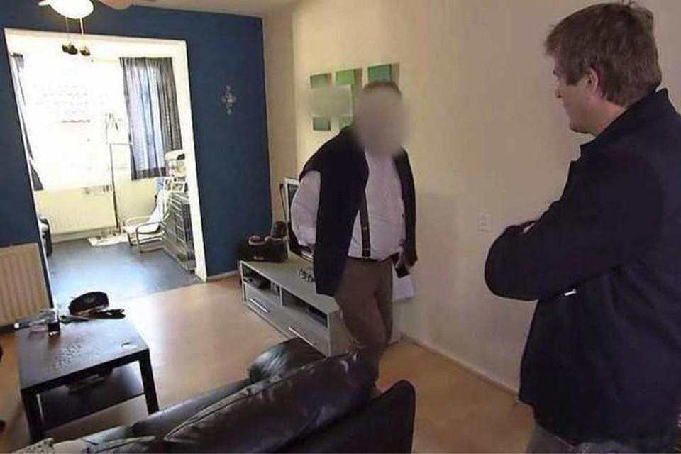 Het Nederlandse programma 'Undercover in Nederland' confronteerde de deurwaarder met zijn daden.