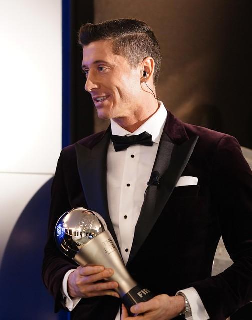 Lewandowski met zijn trofee.