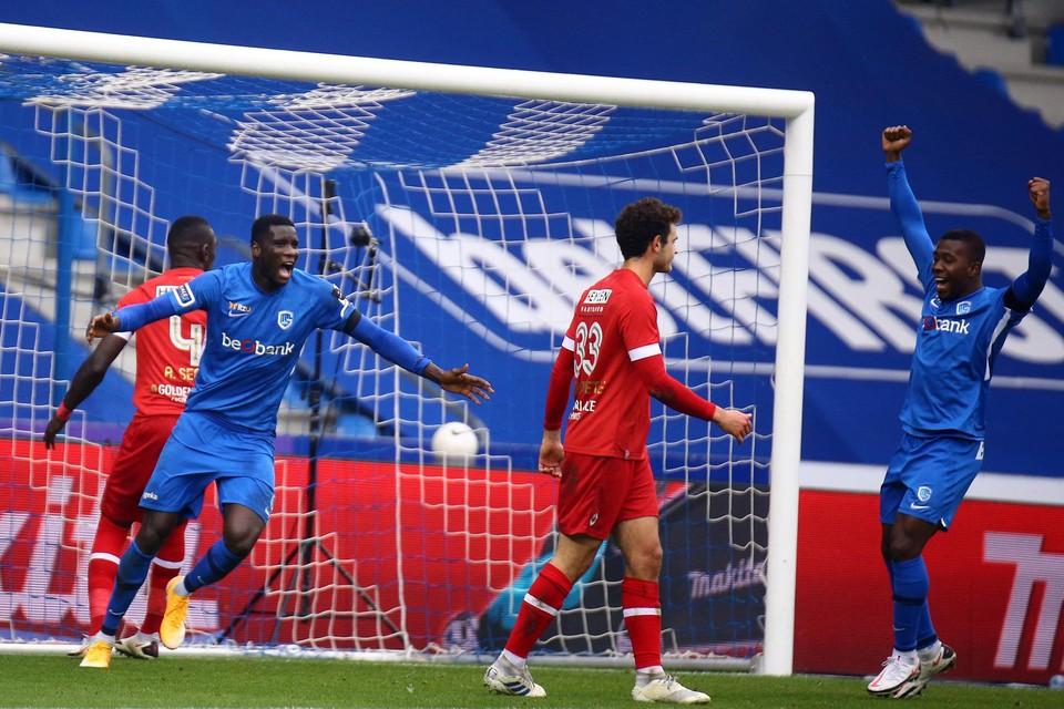 Onuachu viert zijn tweede doelpunt.