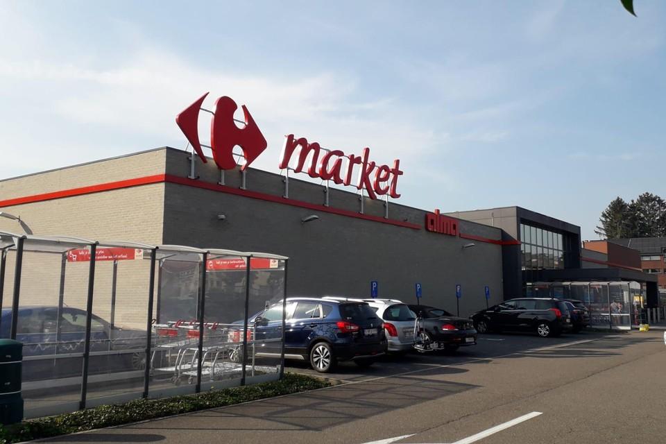 Maandag stal de zeventiger een portefeuille in de Carrefour Market Alma, dinsdag werd hij er opnieuw herkend door het personeel.