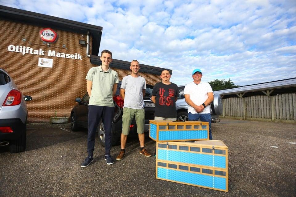 De vier vluchtwinnaars op een rij:Daan Roosen, Davy Klingeleers, Michel Willems en Marc Dirckx.
