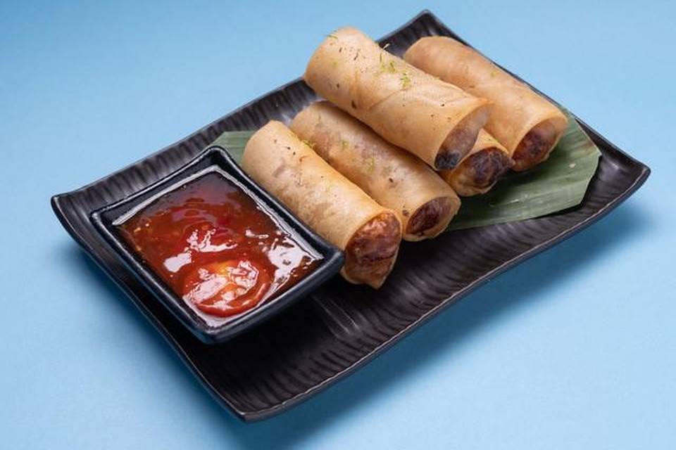 Een loempia dippen in zoetzure saus: voor Thai is het not done.