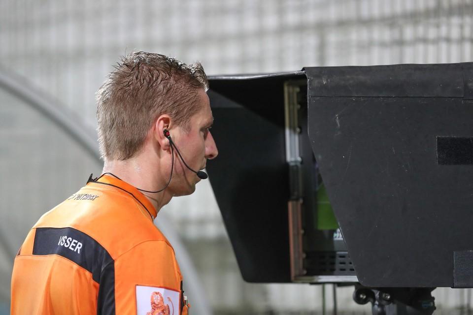 De Pro League beslist dat de VAR pas in de halve finales zijn intrede maakt.