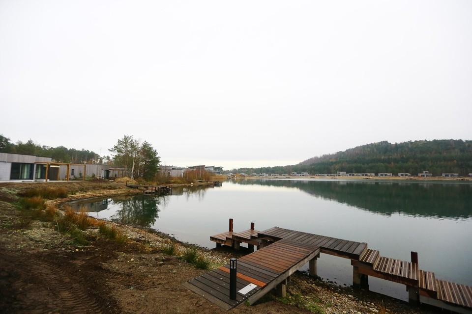 109 cottages zijn voorzien van een steiger, zodat de gasten aan de eigen tuin kan aanmeren