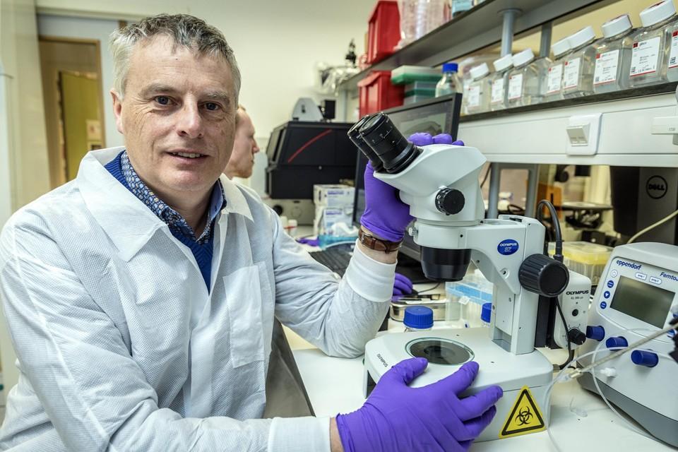 """Viroloog Johan Neyts: """"Op basis van wat ik lees in de media zou Exo-CD24 een interessante speler kunnen worden in de behandeling van Covid-19."""""""