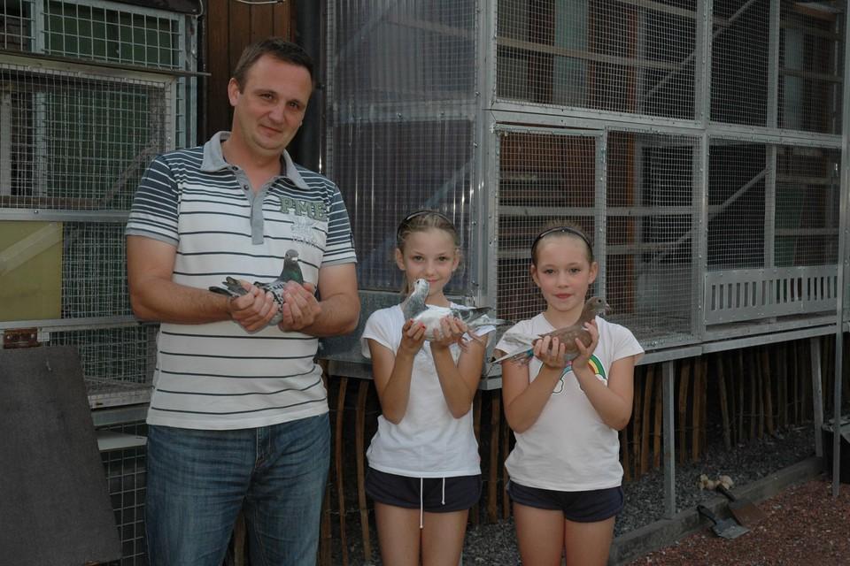 Kurt Uytterhoeven met zijn dochters Maithé en Mirthe.