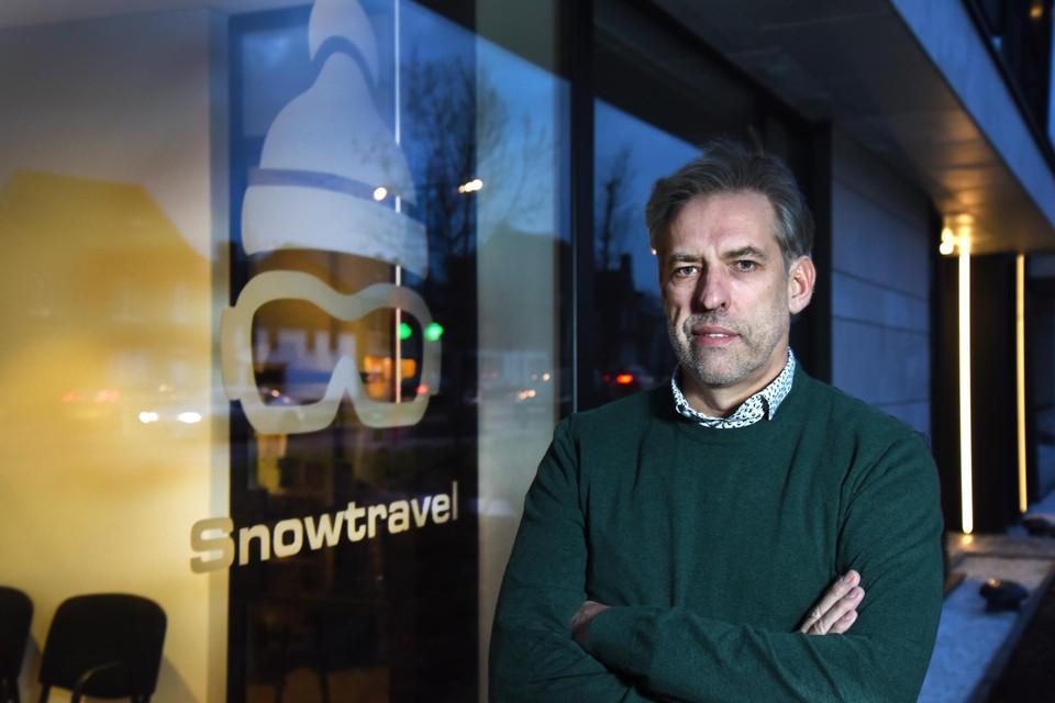 """Snowtravel in Hasselt steunt de beslissing van 16 skiorganisaties om skireizen te annuleren niet. """"Het is niet aan ons maar aan de regering om die beslissing te nemen"""", zegt Wim Crommen."""