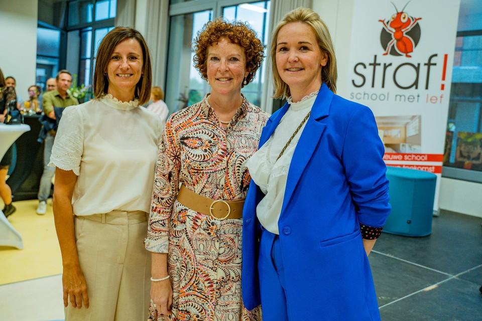 Directrices Esther Elsen (links) en Indra Minten (rechts) samen met Nicole Verweyen (midden), voorzitter van het bestuurscomité