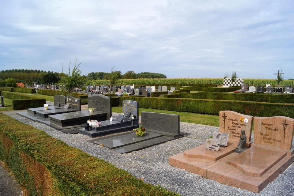De inwoners kunnen de gemeente volgend jaar een handje helpen bij het onderhoud van de begraafplaatsen.