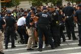 thumbnail: Buiten ging het er minder gemoedelijk aan toe. Een Black Lives Matter-protest botste met de politie.