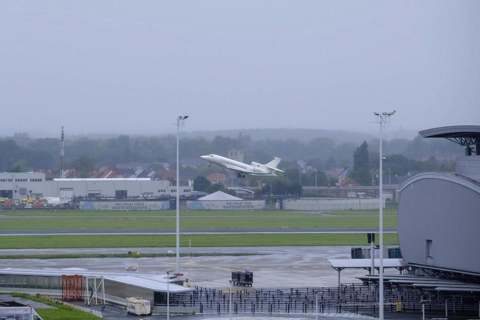 De Falcon 7X, met aan boord een militair en diplomatiek voorbereidingsteam, vertrok dinsdagnamiddag als eerste Belgisch militair vliegtuig richting Islamabad.
