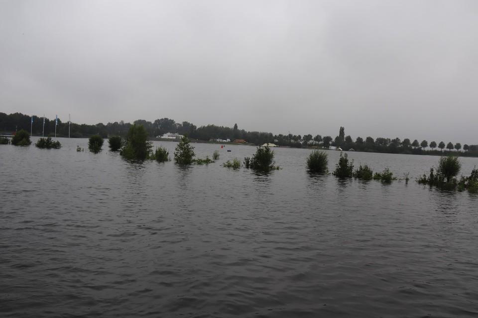 Ook in jachthaven De Spaanjerd steeg het water tot ongeziene hoogte.