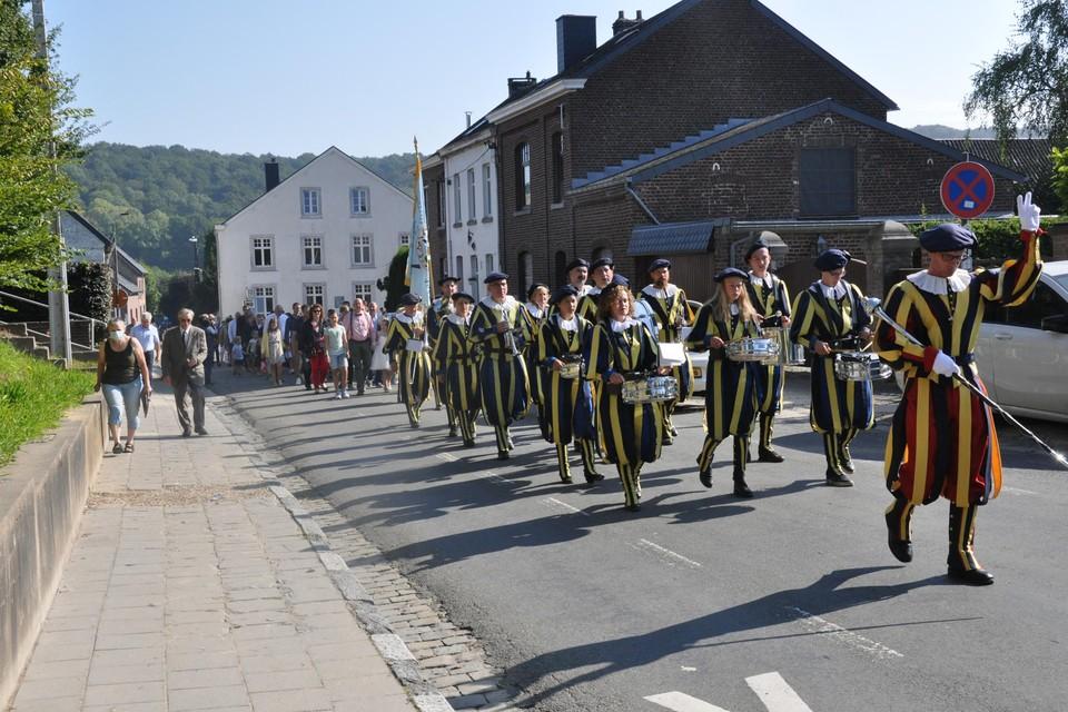 Muziekgroep  Sint-Martinus begeleidt communicantjes in Teuven