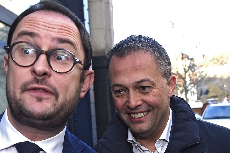 In de voorzittersstrijd bij de liberalen tilt het Team-Tommelein bijzonder zwaar aan de uitgesproken steun van West-Vlaming Vincent Van Quickenborne (links) voor Oost-Vlaming Egbert Lachaert (rechts)