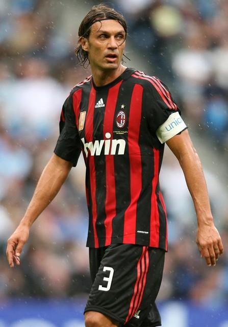 Cesare (boven) en Paolo Maldini speelden samen net geen duizend matchen voor de 'Rossoneri'.