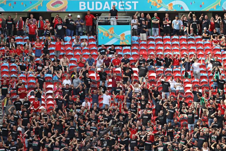 Ook in het stadion zijn al duizenden supporters aanwezig
