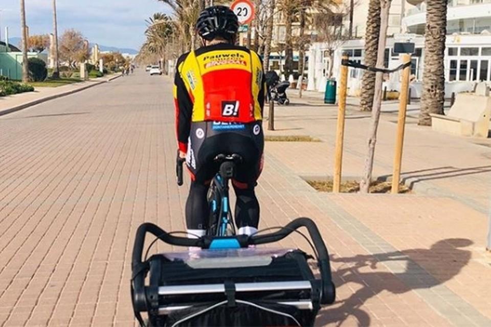 Belgisch kampioen Laurens Sweeck op schok met zoonlief Mathis in Mallorca.