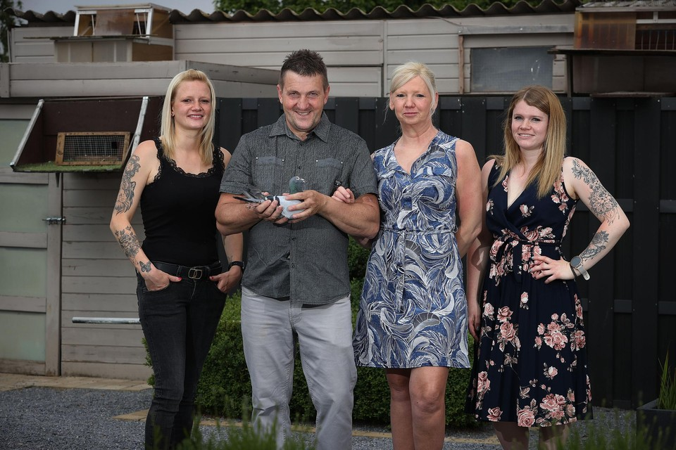 """Mark Janssens, met gezin: """"Dit is mijn allereerste provinciale overwinning. En dan meteen een dubbelslag!"""""""