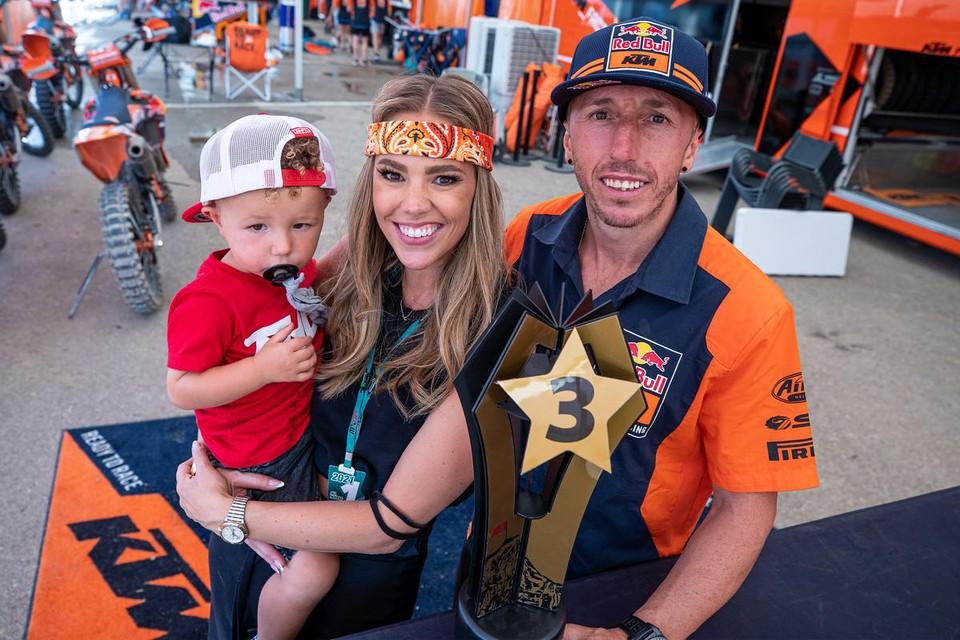 Antonio Cairoli met zijn vrouw Jill en zoontje Chase.