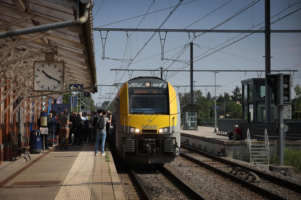 De jubeltrein arriveerde donderdag rond kwart na 10 's ochtends in het station van Neerpelt.