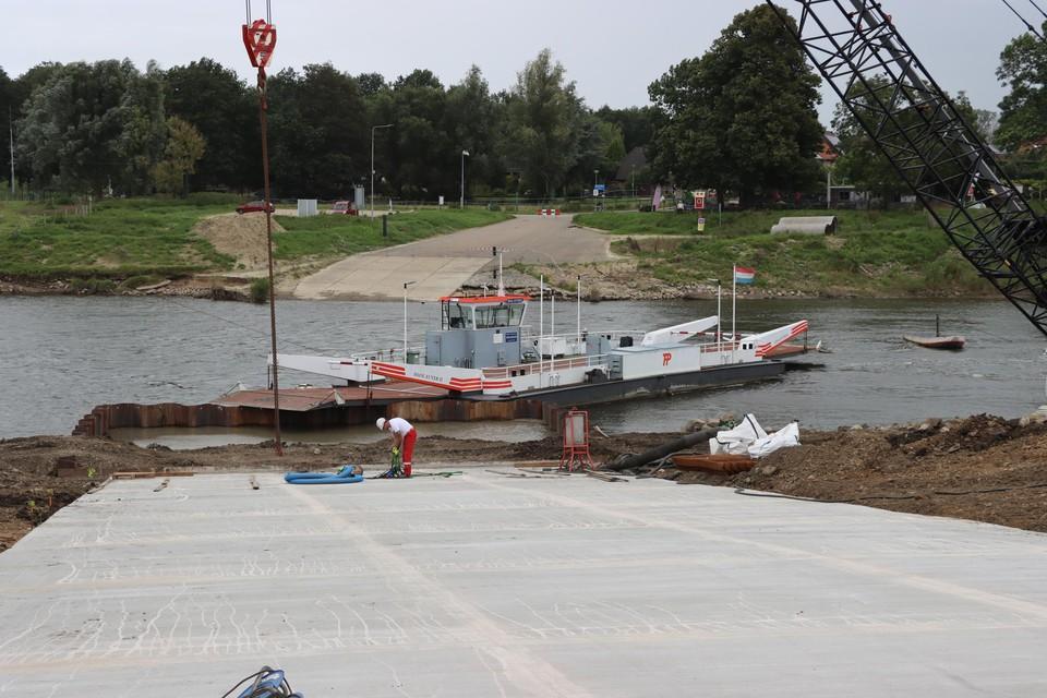 Door het hoge Maaswater kunnen nog niet alle herstellingen worden uitgevoerd.