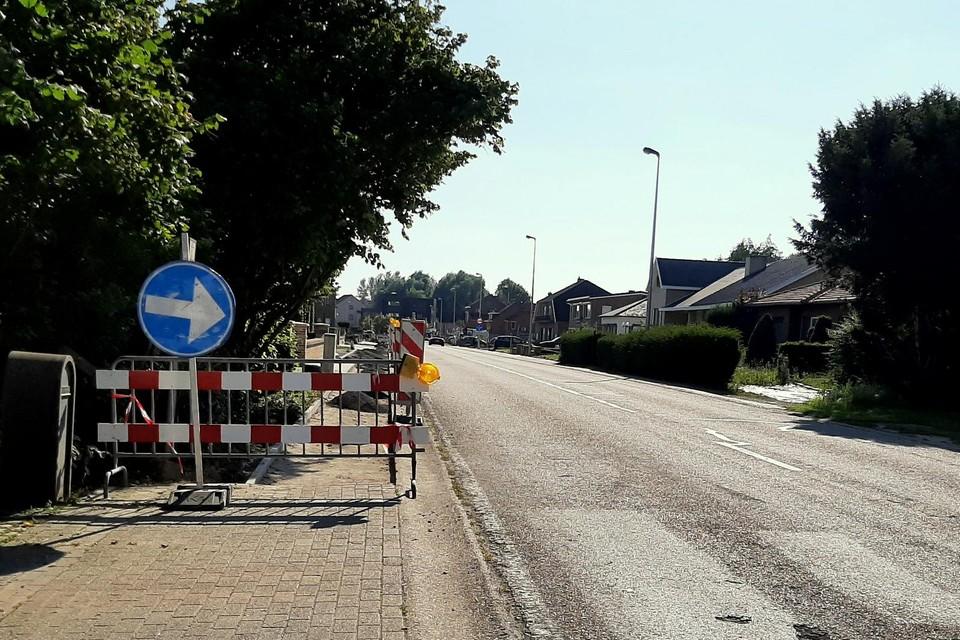 In de Bovelingenstraat in Mechelen-Bovelingen is men bezig met de aanleg van stoepen.