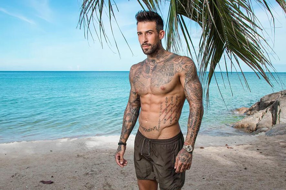 Fabrizio Tzinaridis, bekend van 'Temptation island', neemt de fakkel over van Elke Clijsters en wordt volgend jaar 'De bachelor'.