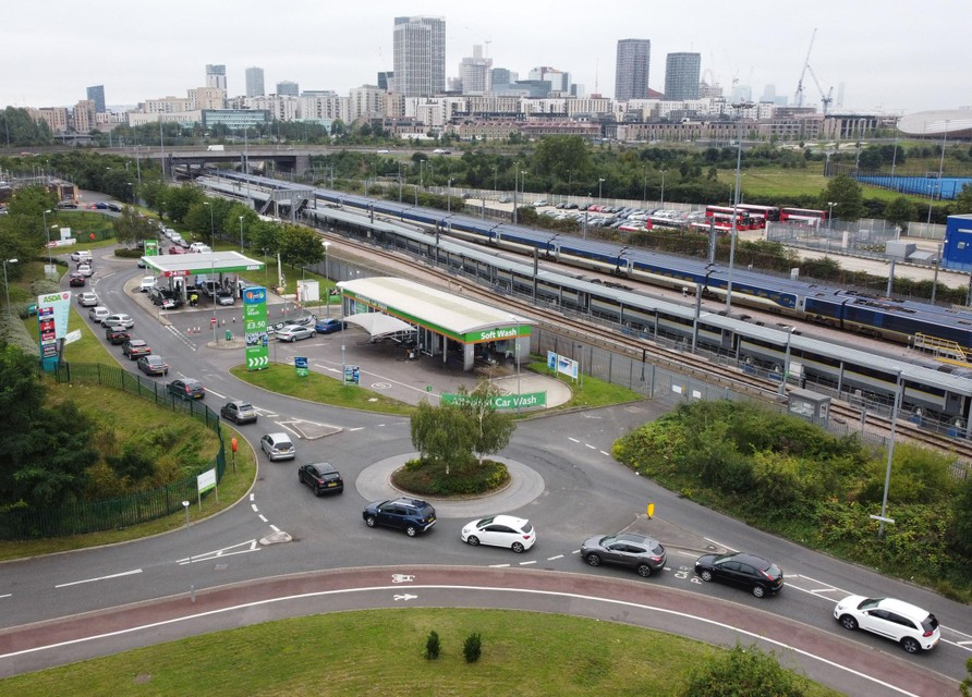 Lange rij aan de tankstations in het Verenigd Koninkrijk