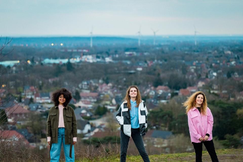 Maureen Vanherberghen, Laura Govaerts en Soe Nsuki worden de nieuwe reporters van 'Vlaanderen vakantieland'.