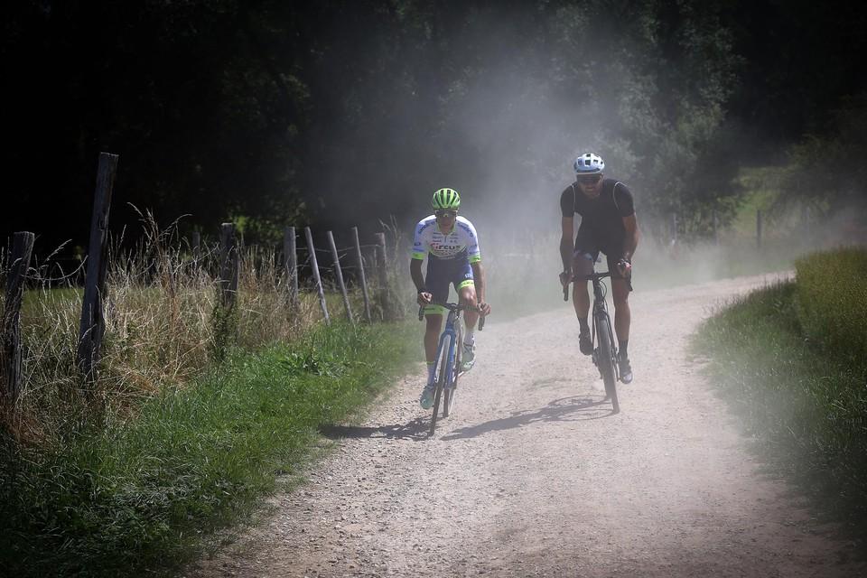 """Onze reporter met Quinten Hermans over de Limburgse gravelpaden: """"De stofwolken zijn alvast dezelfde."""""""