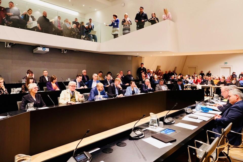 Zo ziet de gemeenteraad in Hasselt er doorgaans uit, maar nu even niet dus.