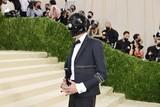 thumbnail: Evan Mock, bekend van de -reboot, hier onherkenbaar met een gimp-masker.